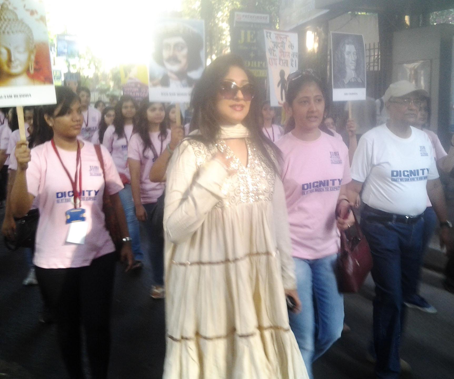 Actress Rituparna Sengupta participated in the Walk