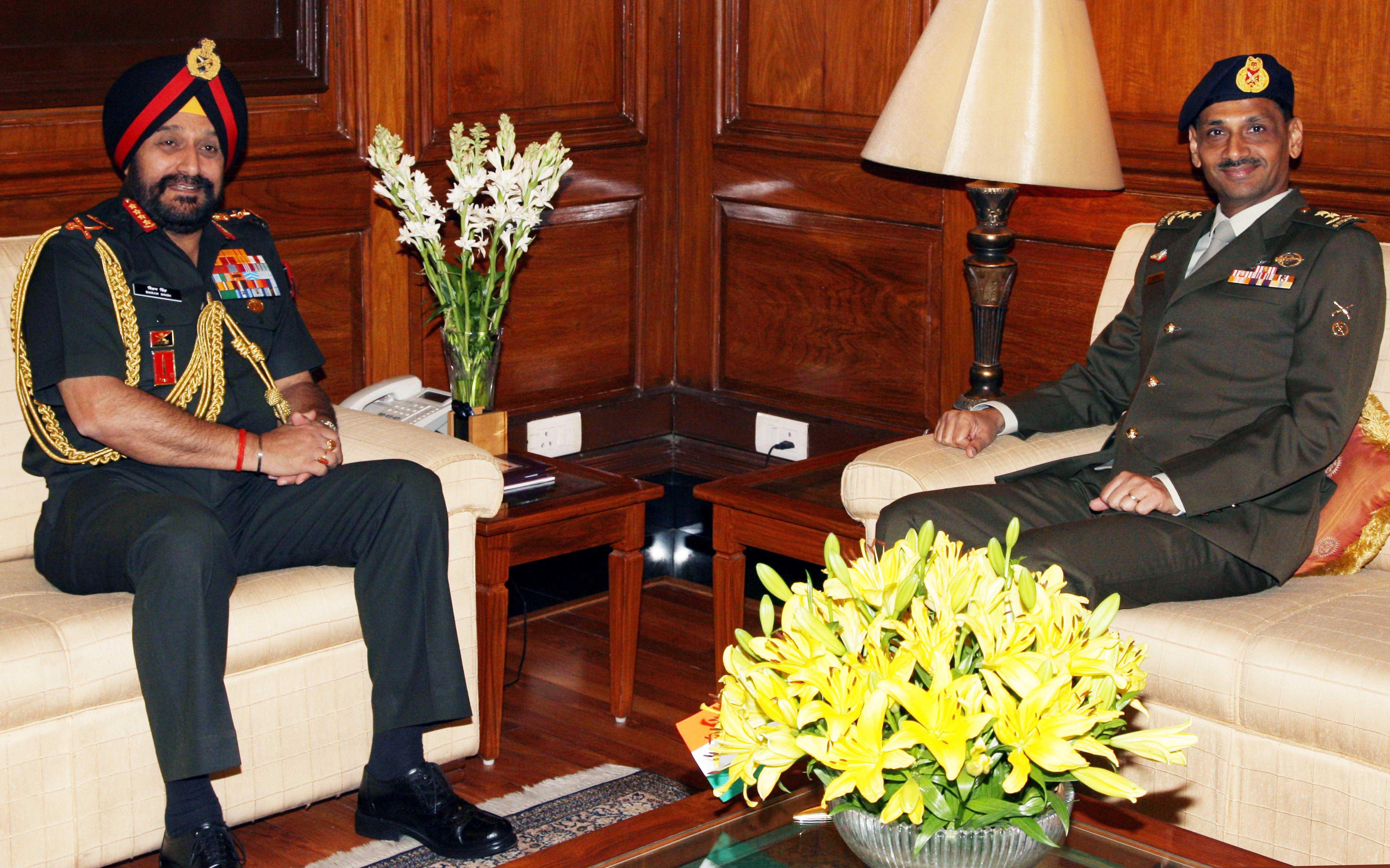 Maj Gen Ravinder Singh COA Singapora Army meeting with COAS Gen Bikram Singh