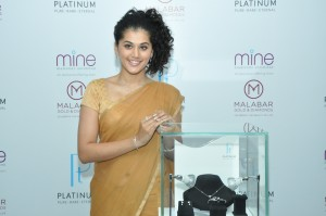 Taapsee unveiling New Platinum collection @ Malabar 1