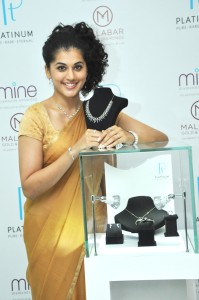 Taapsee unveiling New Platinum collection @ Malabar 3