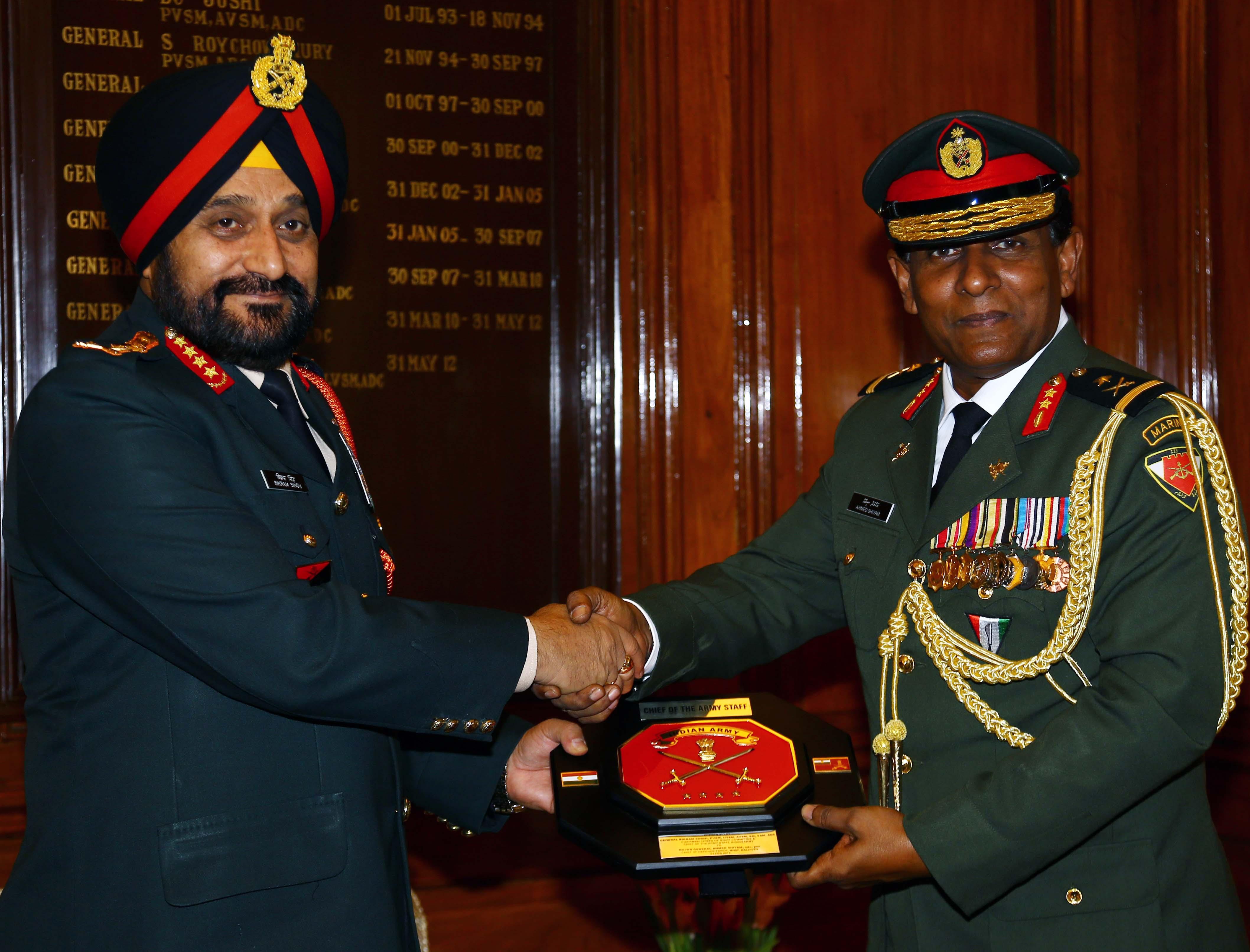 Army Chief General Bikram Singh presenting memonto to Maj Gen Ahmed Shiyam ndc psc Chief of Defence Force  Maldives D_