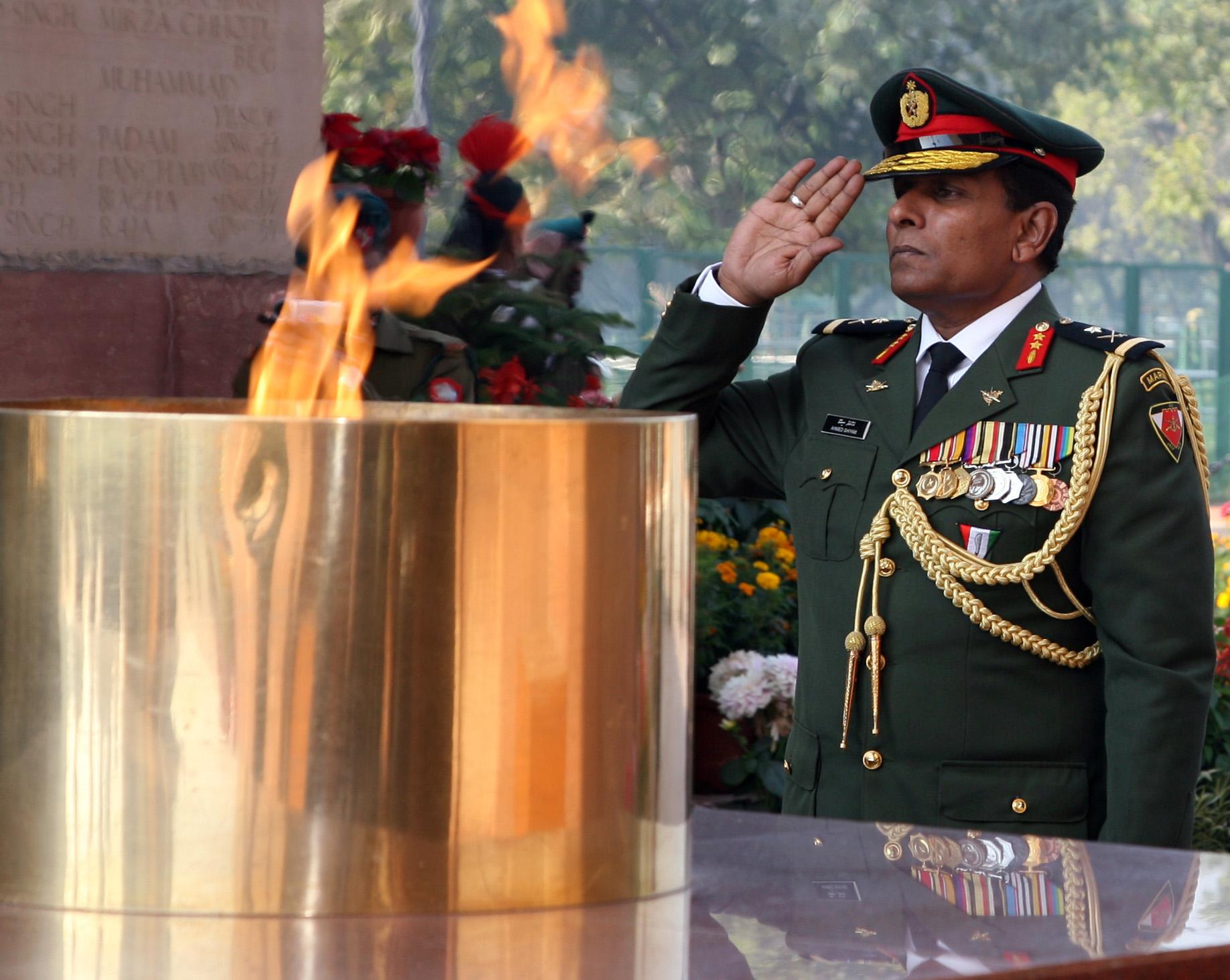 Maj Gen Ahmed Shiyam ndc psc Chief of Defence Force  Maldives Defence Force Saluting at Amar Jawan Jyoti  India Gate _