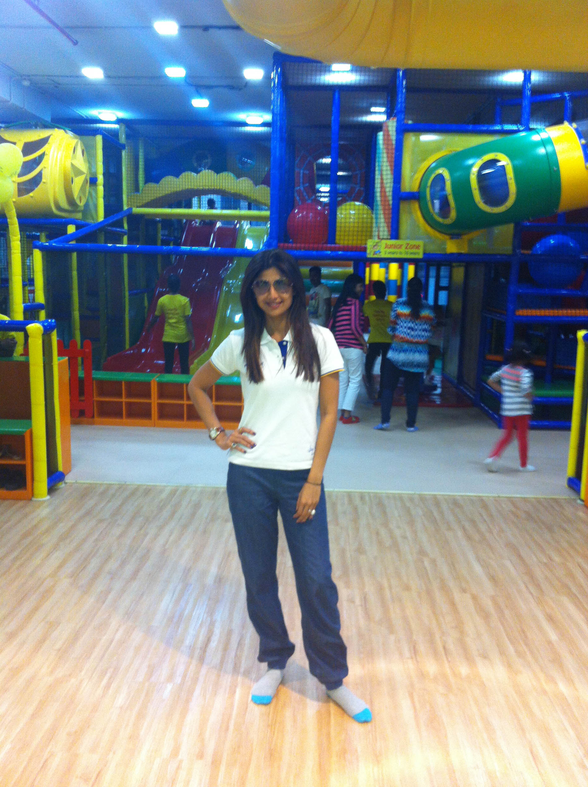 Mom Shilpa Shetty plans a Baby's day out at Funky Monkeys (2)