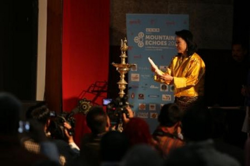 Her Majesty  Royal Queen Mother  Ashi Dorji Wangmo Wangchuck lighting the lamp_1600x1068