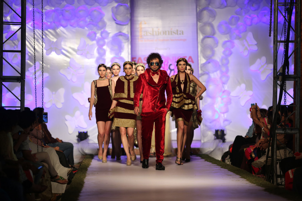 Models Sizzling Ramp wearing clothes of Golden Paradise Theme