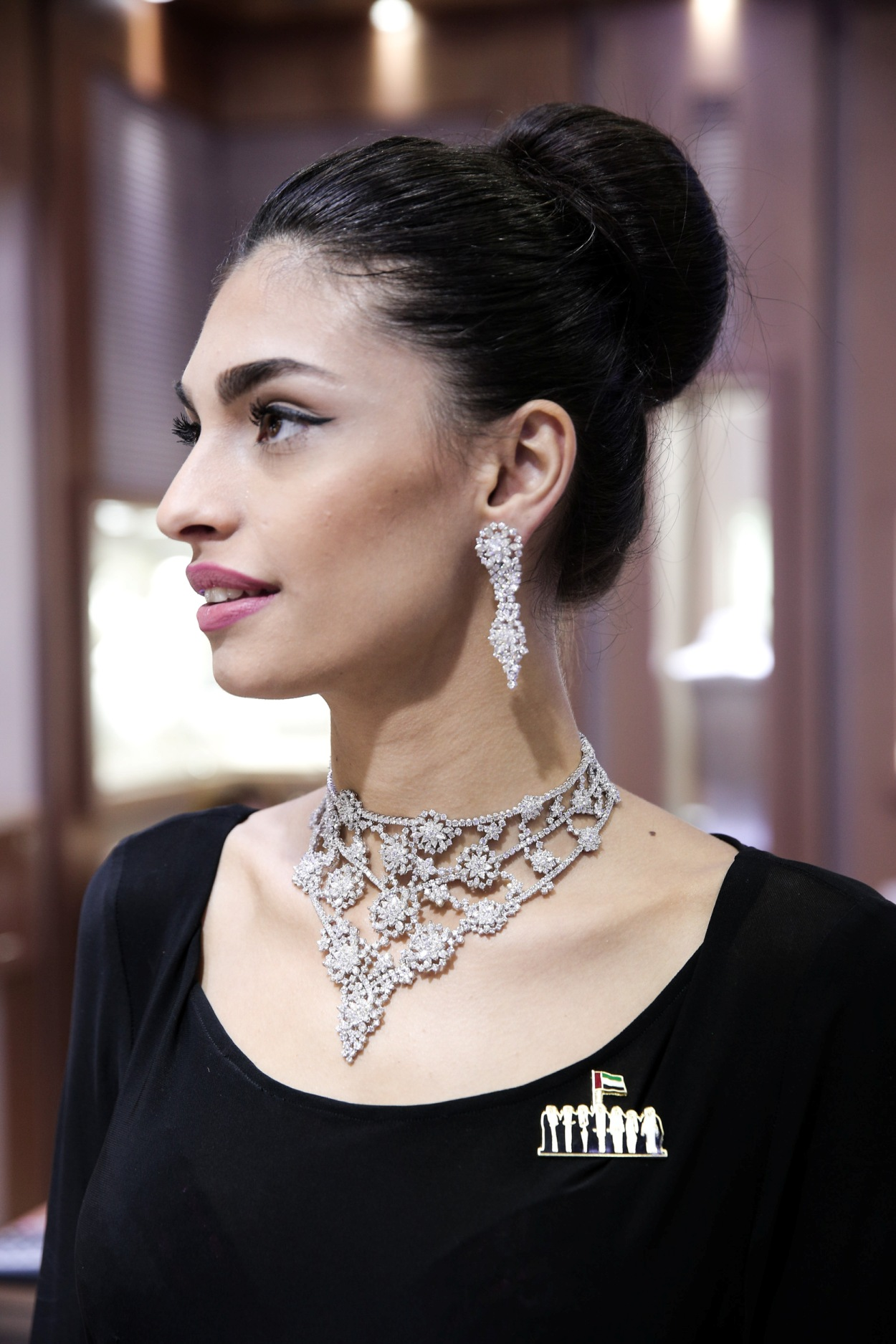 Made from marquees and round diamonds, Amwaj's 90 Ct choker is GH in colour and has a VS diamond clarity.