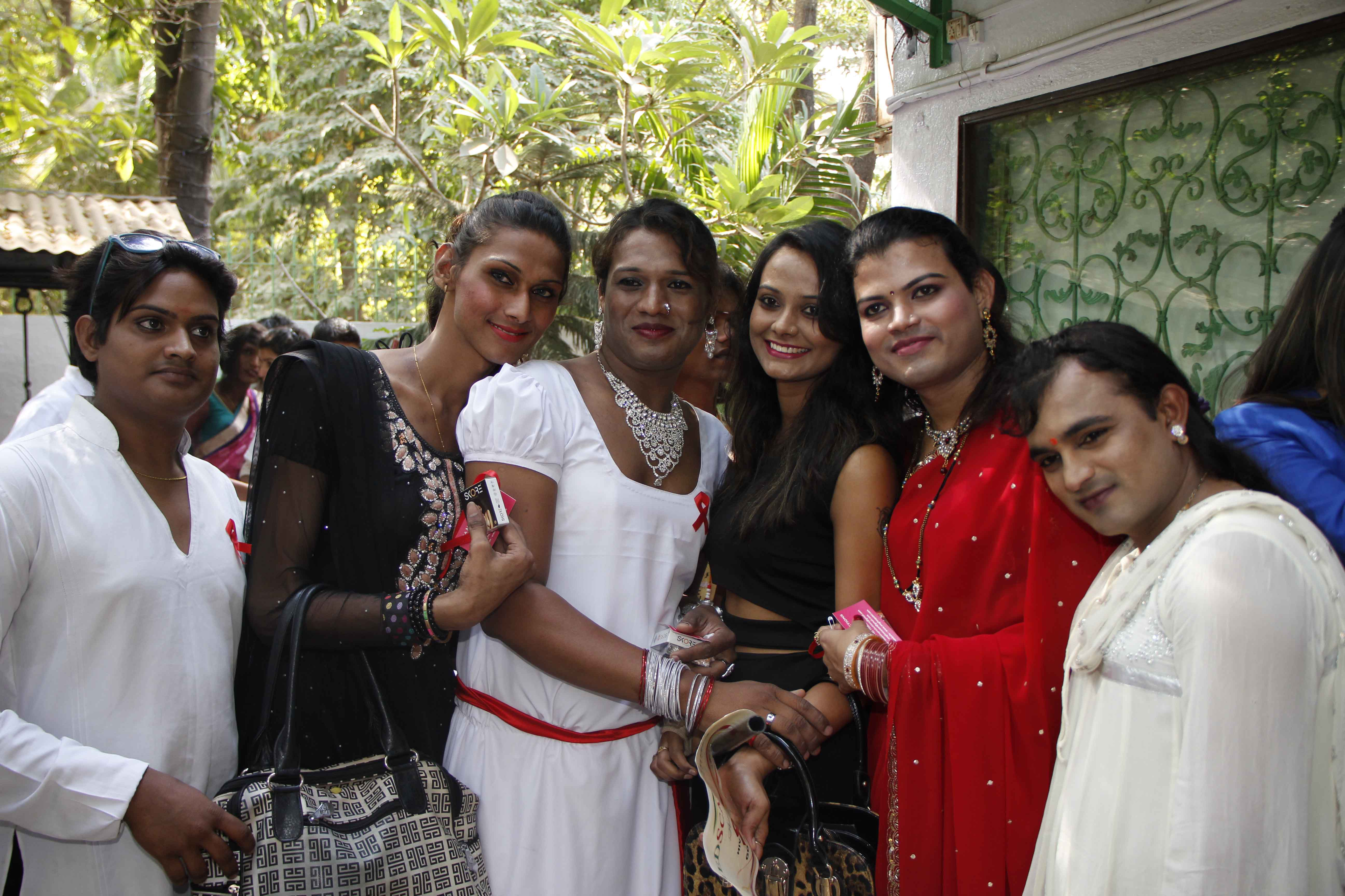 Geetika With Enunch At World AIDS Day Event