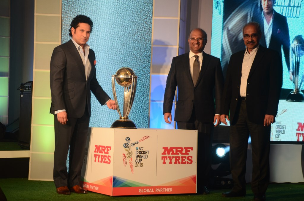 Sachin Tendulkar  Mr Arun Mammen  MD  MRF Ltd & Mr Koshy Varghese  EVP Marketing  MRF Ltd with the ICC World Cup