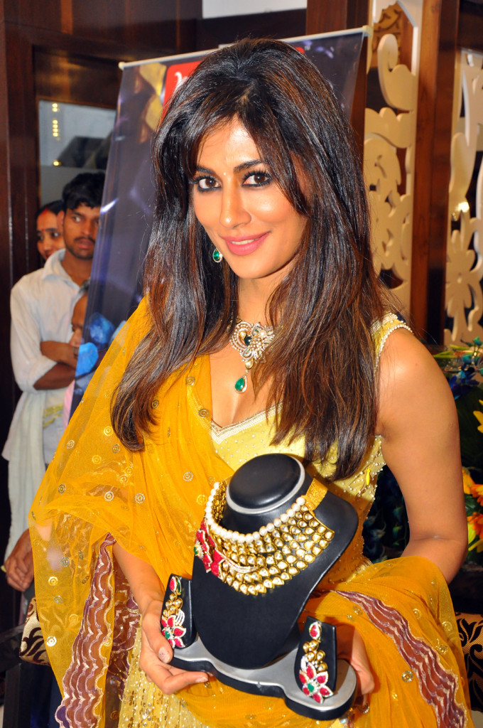 http://corecommunique.com/wp-content/uploads/2015/04/Actress-Chitrangada-Singh-with-one-of-the-collections-at-Senco-Gold-Diamonds-680x1024.jpg