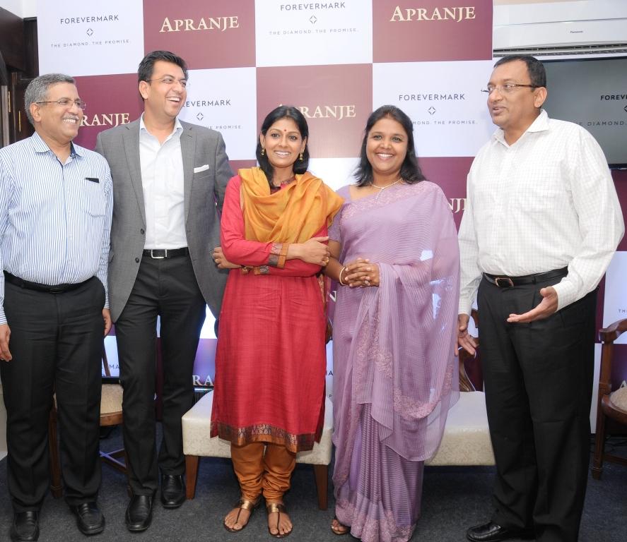 (From left) Priyesh M Savani  Partner  Apranje Jewellers  Sachin Jain  Preside_