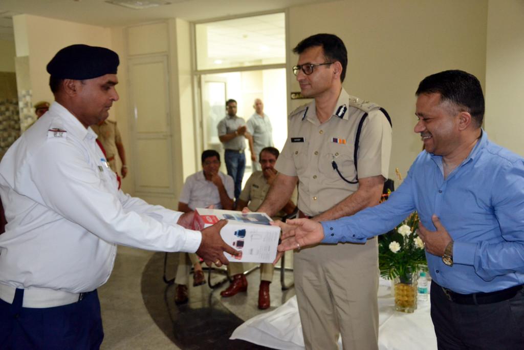 Navdeep Singh Virk  Commissioner of Poilce  Gurgaon and Sh. Sharad Goel distributing flasks.