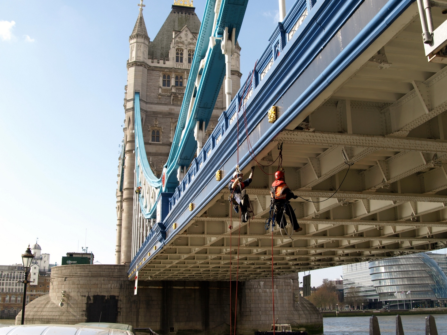 Littlewood and How perform safety checks on the iconic Tower Bridge structure in London