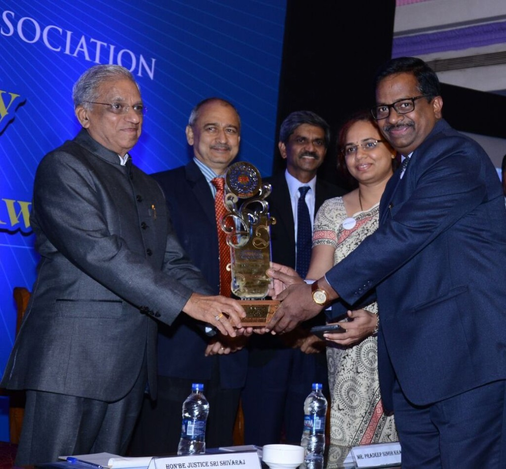 Dr Anil Rao receiving the B School of the Year Award from Justice Shivraj Patil