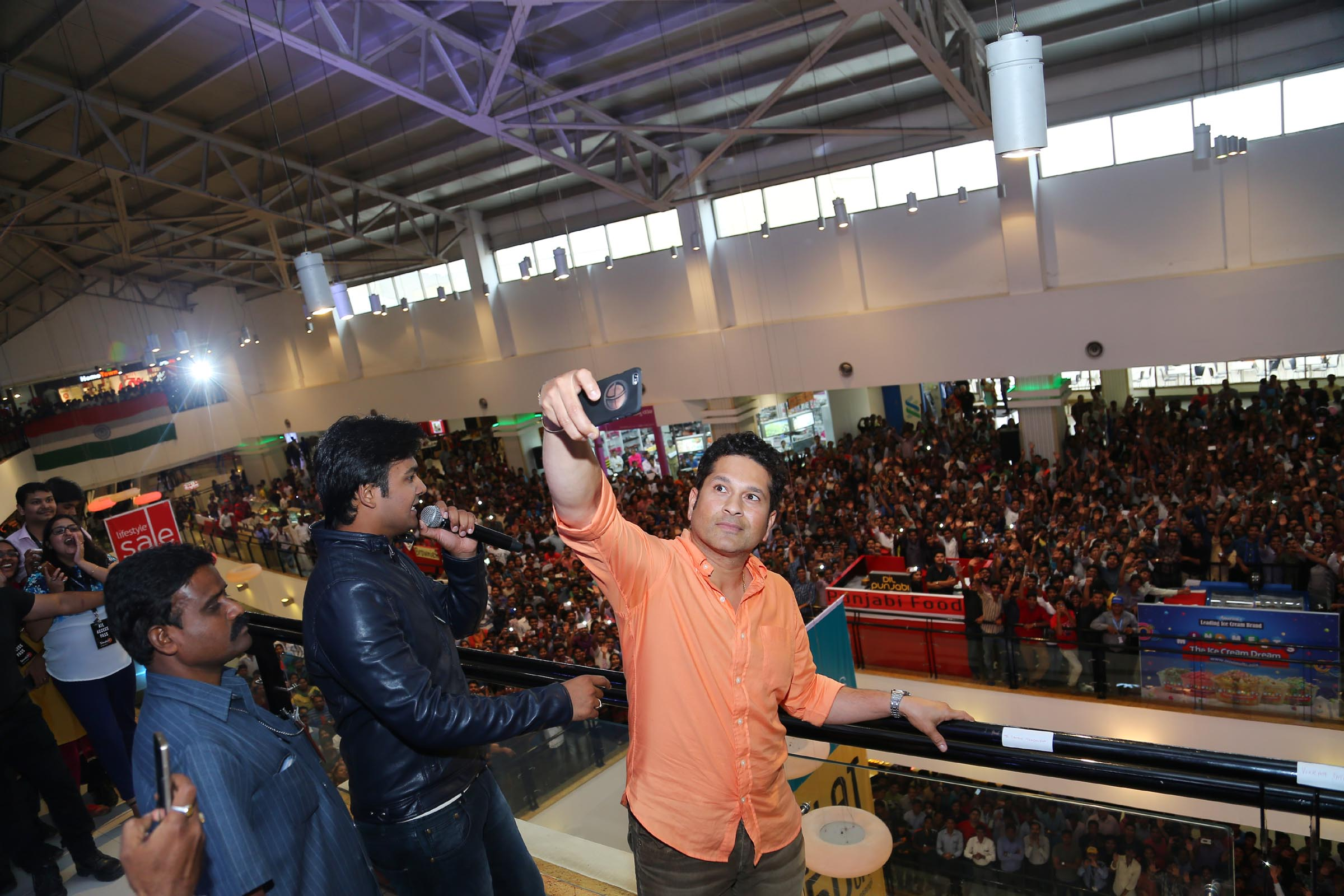 SACHIN taking a selfie with the crowd at the Smaaash Launch Event