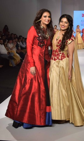 Grand Finale Designer Charu Parashar with the showstopper Actress Bhumi Pednekar
