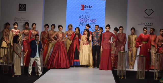 Mr. Robby Rawat  Director - iGenius Entertainment with Designer Charu Parashar and the showstopper of the finale show_