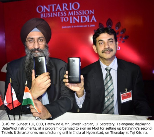 (L-R) Mr. Suneet Tuli, CEO, DataWind & Mr. Jayesh Ranjan, IT Secretary, Telangana; displaying DataWind instruments, at a program organised to sign an MoU for setting up DataWind's second Tablets & Smartphones manufacturing unit in India at Hyderabad, on Thursday at Taj Krishna.