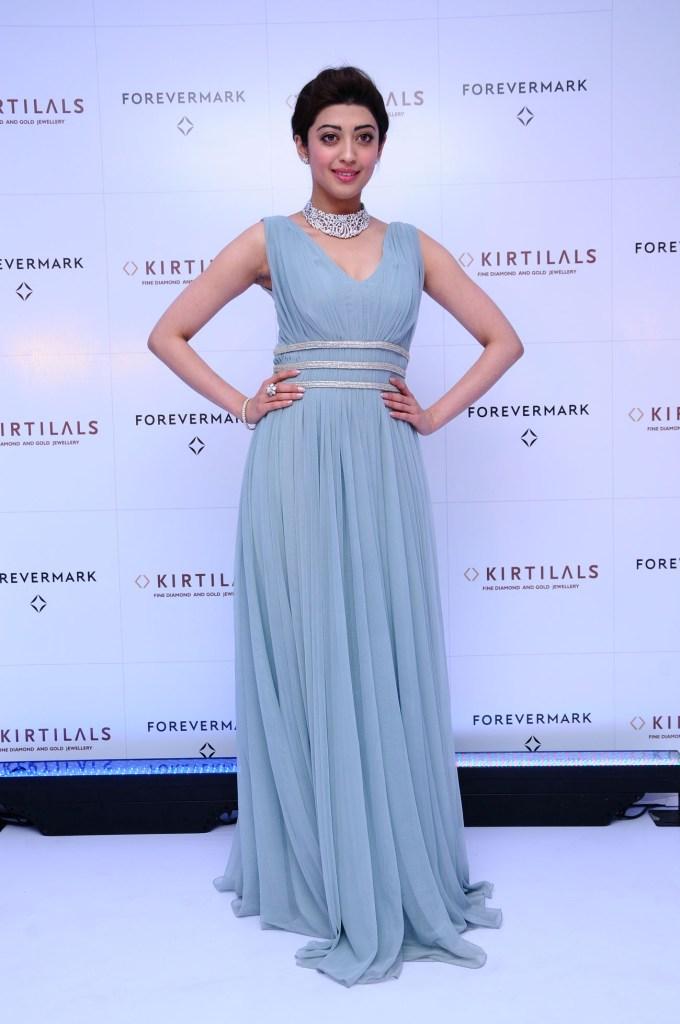 Pranitha Subhash at the launch of Forevermark Diamond at Kirtilals Bangalore (4)