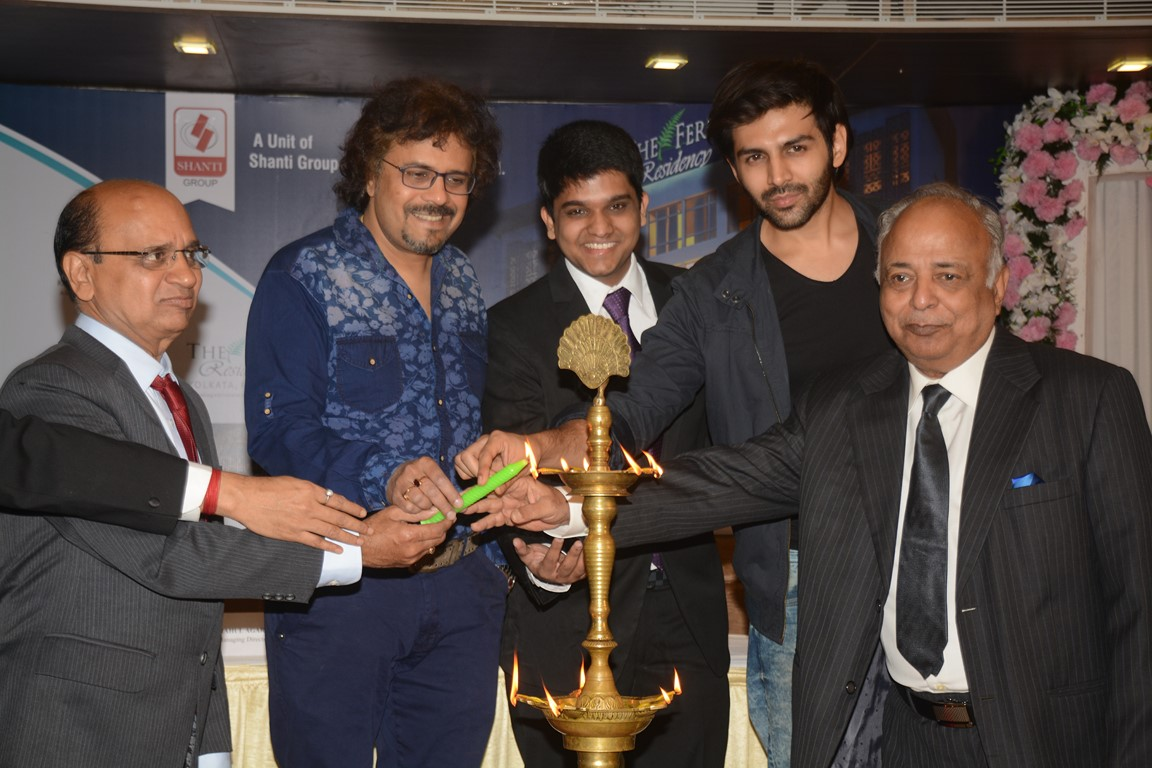 Bikram Ghosh  Tabla Player; Rahul Agarwal  Managing Director & Kartik Aaryan  Bollywood Actor during the inauguration_
