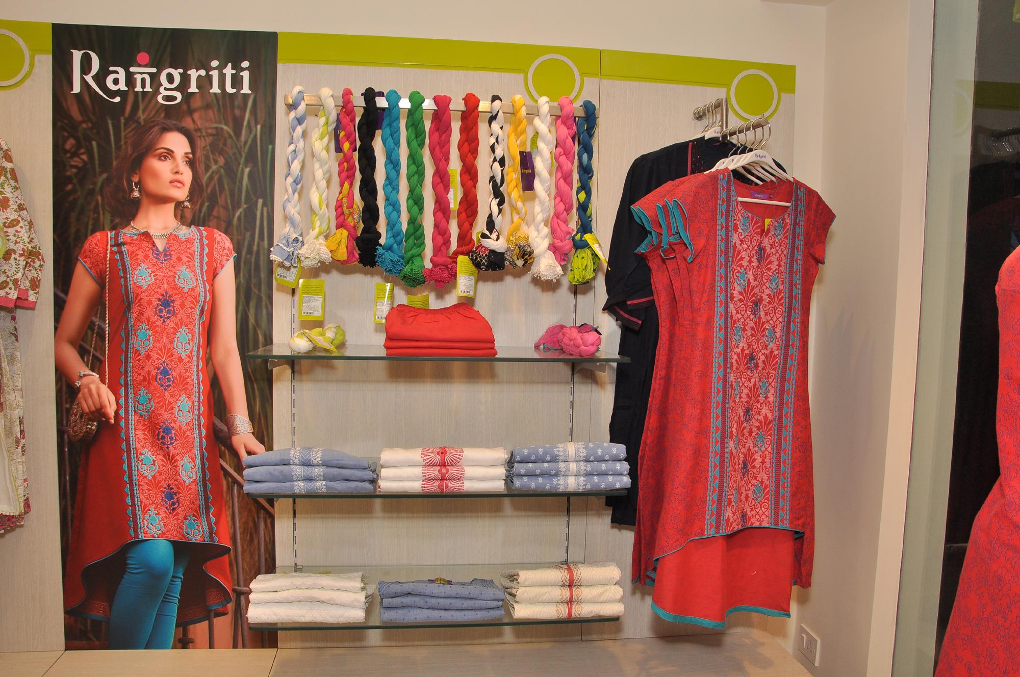 Interior Pictures of Gwalior store - RANGRITI (1)