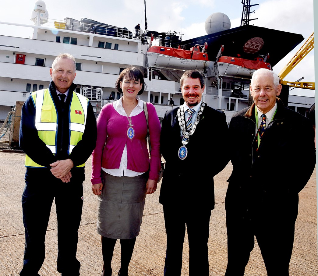 corinthian passengers welcomed by local dignataries