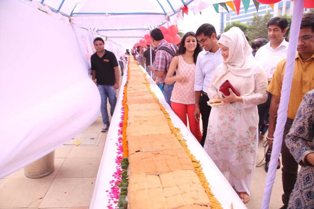 World's longest Vada Pao 145 feet in length