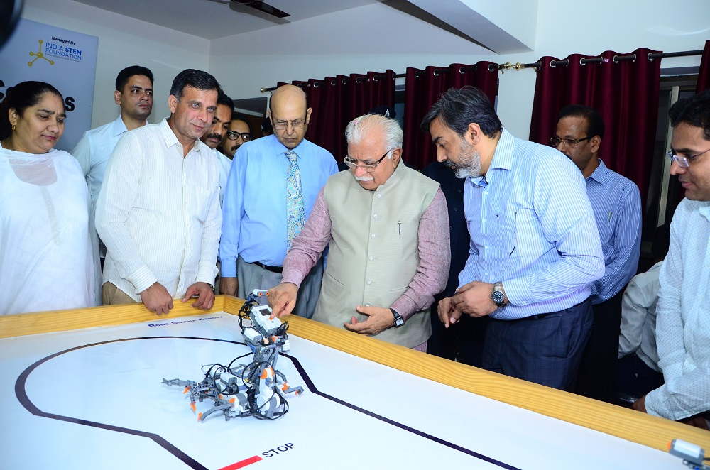 Chief Minister at the DLF Robotics Skill center with the officials of DLF Foun_