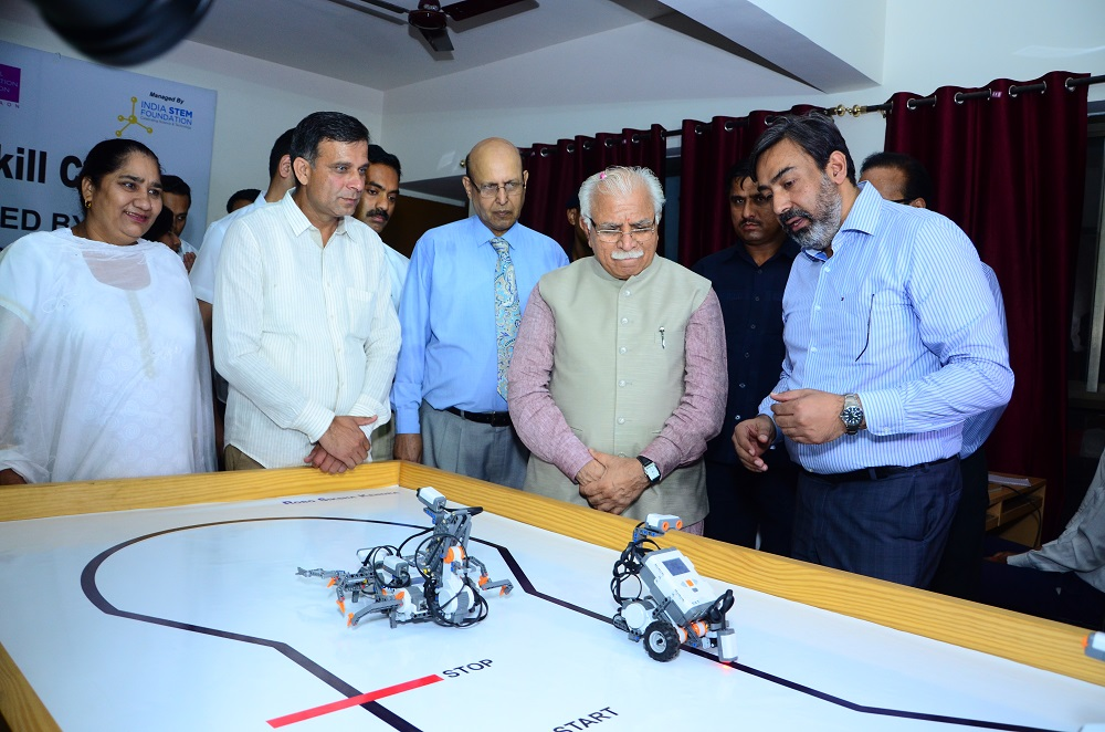 Chief Minister understanding the finer details of the operation of Robotics Sk_